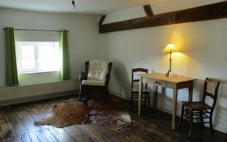lounge ruimte met schommelstoel